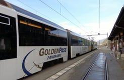 Treno dorato del passaggio Fotografia Stock