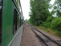 Treno e piste fotografie stock