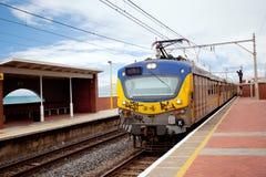 Treno e stazione ferroviari immagini stock