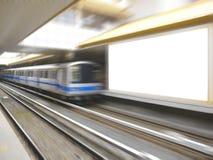 Treno e tabellone per le affissioni in bianco fotografia stock