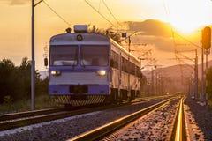 Treno e tramonto Immagini Stock