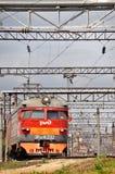 Treno elettrico suburbano rosso moderno fotografie stock