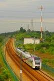 Treno espresso elettrico di collegamento ferroviario immagini stock