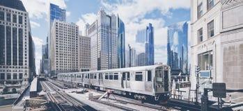 Treno ferroviario elevato in Chicago fotografia stock libera da diritti