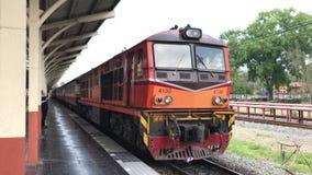Treno fra Bangkok e Chiang Mai video d archivio