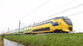 Treno interurbano delle ferrovie olandesi NS Nederlandse Spoorwegen video d archivio