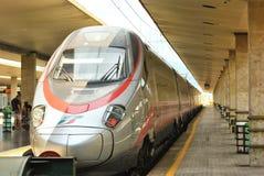Treno italiano ad alta velocità Frecciargento in una stazione Immagine Stock Libera da Diritti