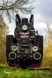 Treno locomotivo d'annata del motore a vapore che si abbassa immagini stock libere da diritti