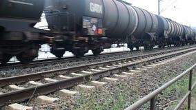 Treno merci della ferrovia tedesca in Cochem, Germania video d archivio