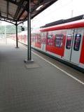 Treno moderno alla stazione, Bundesbahn, Deutschland Fotografia Stock