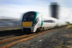Treno in movimento e serbatoi di combustibile Fotografie Stock Libere da Diritti