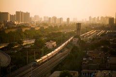 Treno nel tramonto Immagine Stock