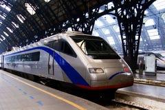 Treno nella stazione di Milano Fotografia Stock Libera da Diritti
