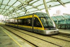 Treno Oporto della metropolitana Immagini Stock Libere da Diritti