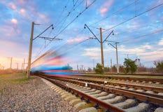Treno passeggeri blu ad alta velocità nel moto Immagine Stock