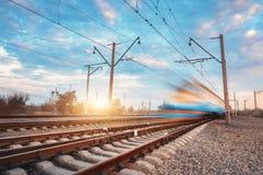 Treno passeggeri blu ad alta velocità nel moto Fotografie Stock Libere da Diritti