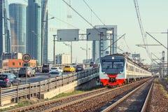 Treno passeggeri dalla strada principale Fotografia Stock Libera da Diritti
