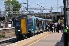Treno pendolare sulla linea principale della costa ovest fotografie stock
