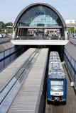 Treno regionale del RESIDUO DI STOFFA 54 dell'Alstom di AKN in Kaltenkirchen, Germania Fotografia Stock Libera da Diritti