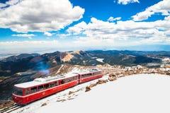 Treno rosso di punta della ferrovia di dente dei lucci Fotografia Stock Libera da Diritti