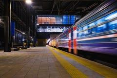 Treno, stazione ferroviaria fotografie stock