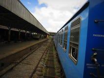 Treno sul viaggio ferroviario Asia dello Sri Lanka Fotografia Stock Libera da Diritti