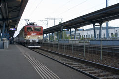 Treno sulla stazione ferroviaria Fotografia Stock