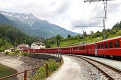Treno svizzero Bernina della montagna espresso Fotografia Stock Libera da Diritti