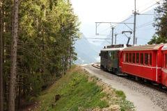 Treno svizzero Bernina della montagna espresso Immagine Stock