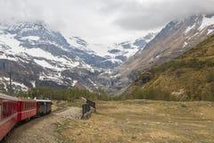 Treno svizzero Bernina della montagna espresso Fotografie Stock Libere da Diritti
