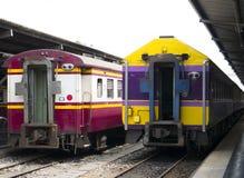 Treno tailandese alla stazione immagine stock libera da diritti