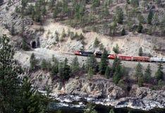 Treno/traforo fotografia stock