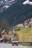 Treno in valle di Lauterbrunnen in Svizzera Fotografie Stock Libere da Diritti