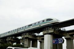 Treno veloce dell'aeroporto di Schang-Hai immagini stock