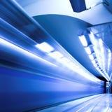Treno veloce in sottopassaggio Immagine Stock