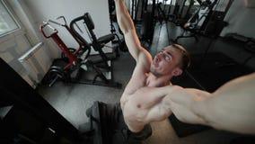 Trenować bodybuilder na symulancie zdjęcie wideo