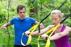 Trenować z sprawności fizycznych patkami outdoors Zdjęcia Royalty Free