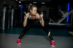 Trens da menina no gym fotografia de stock royalty free