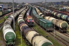Trens de mercadorias no terminal da carga da cidade Imagem de Stock