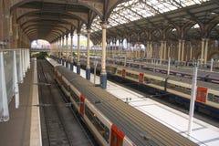Trens em uma estação fotografia de stock royalty free