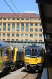 Trens múltiplos bondes da unidade de Matangi, Wellington fotografia de stock royalty free