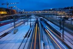 Trens que apressam-se ao longo das trilhas Foto de Stock