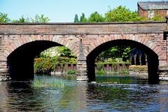Trent Bridge och flod Trent, Burton på Trent royaltyfri fotografi