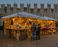 Trento, Италия, 22-ое ноября 2017: Рождественская ярмарка, Trento, альт Адидже Trentino, Италия Стоковое фото RF