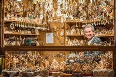 TRENTO, ITÁLIA - 1º de dezembro de 2015 - povos no mercado tradicional do xmas Imagens de Stock Royalty Free