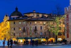 TRENTO, Italia, il 16 dicembre 2017: Natale in Trento, una vecchia città affascinante con le luci di Natale Fotografia Stock Libera da Diritti