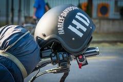 Trento Juli 22, 2017: emblem och detaljer av den berömda Harley Davidson motorcykeln Tappning och retro filtereffekt Royaltyfria Foton