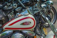 Trento Juli 22, 2017: emblem och detaljer av den berömda Harley Davidson motorcykeln Tappning och retro filtereffekt Arkivfoto