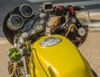 Trento, le 22 juillet 2017 : Montrez les motos classiques La moto partie des détails effet de filtre de vintage Image libre de droits