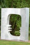 TRENTON, NJ - 17 DE JUNIO DE 2017: Arco de Elizabeth Strong-Cuevas en los argumentos para la escultura Imagen de archivo